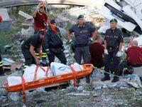 Foto: Neštěstí spustil úder blesku, tvrdí svědci. U mostu v Janově pracují stovky záchranářů