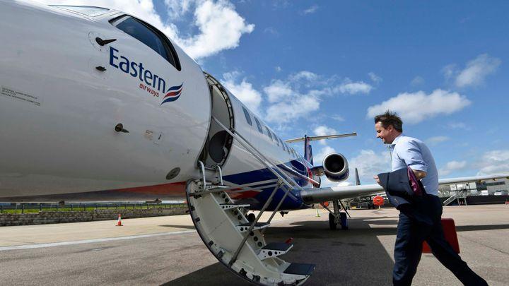 Británie letí do pásma turbulencí. Přistát může mimo EU