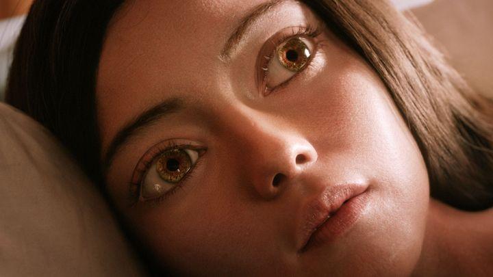 Anděl Alita má v těle ďábla. Sci-fi film ze smetiště překvapuje vynikající akcí