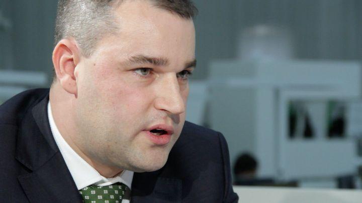 Viceguvernér ČNB podpořil Šinclův návrh na regulaci provizí