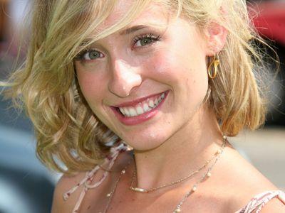 Americká herečka pracovala pro sektu zneužívající ženy. Hrozí jí desítky let za mřížemi