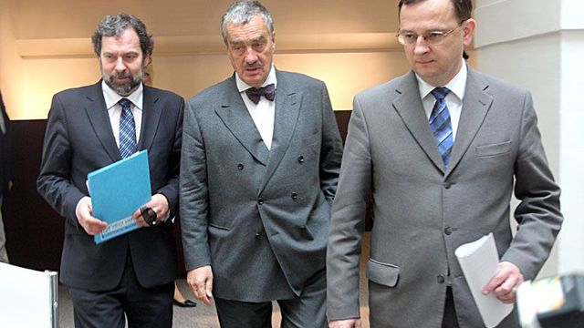 Will they reach an agreement? Radek John (Public Affairs), Karel Schwarzenberg (TOP 09), Petr Nečas (ODS) (from left to right)