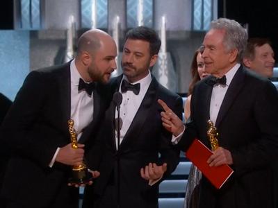 Oscara za nejlepší film získalo černošské drama Moonlight. La La Land vyhlásili snímkem roku omylem