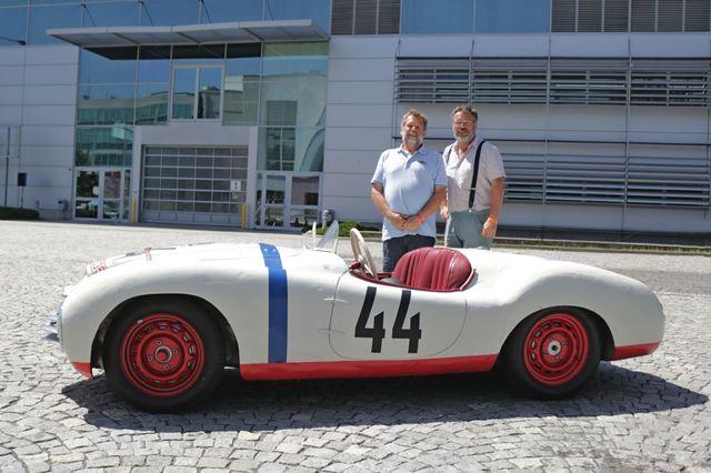Michal Velebný a Stanislav Kafka (vlevo), se budou příští rok střídat na Le Mans Classic za volantem Škody Sport, která se před 70. lety závodu účastnila.