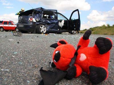 V autě neležte, nebo po nehodě dostanete menší odškodné, varuje Nejvyšší soud