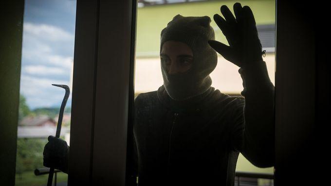 Gang lupičů okolo Prahy asi neřádil. Mohlo jít o osamocené zloděje, tvrdí policie