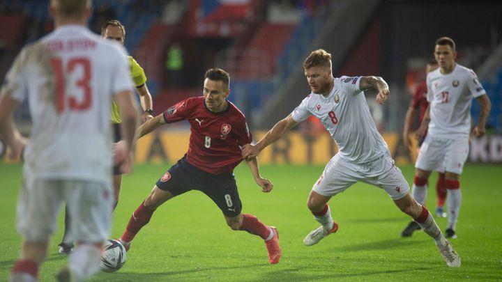 Česko - Wales 1:1. Na gól Ramseyho rychle odpověděl Pešek, ale Češi mají vzadu mezery; Zdroj foto: Dalibor Sosna