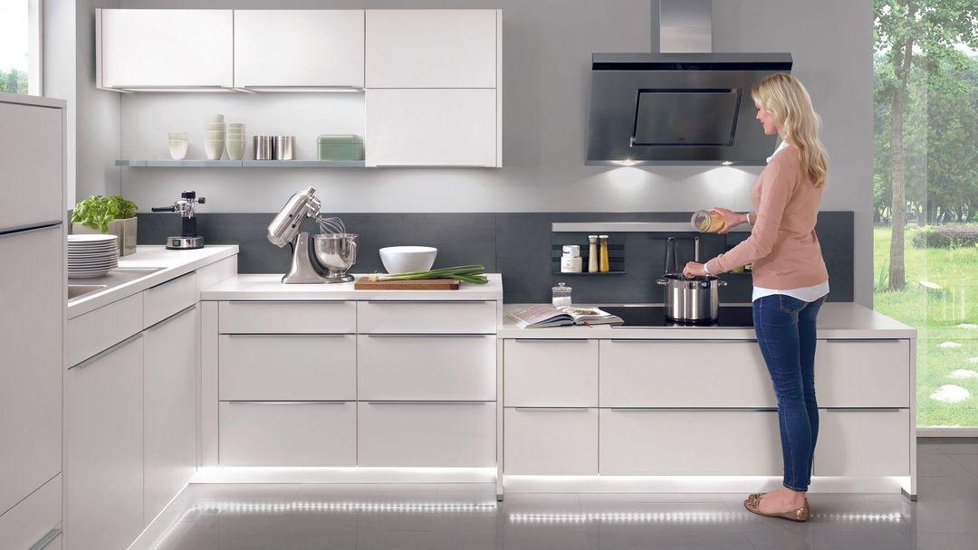 kuchyňská linka chladničky voda zavěsit