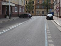 Nárok na parkování na ulici neexistuje, má se za to platit, říká otec modrých zón. Češi to nechápou