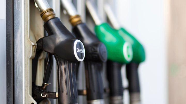 Tlak na pokles ceny ropy sílí. Rusové budou méně tankovat