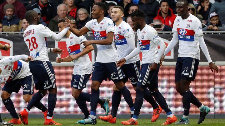 Lyon otočil zápas v Amiens, zvládl divoký závěr a po výhře 2:1 je znovu druhý