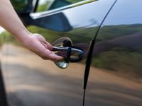 Ukrást auto s bezklíčovým odemykáním? Snadné. Některé automobilky to zatím moc neřeší
