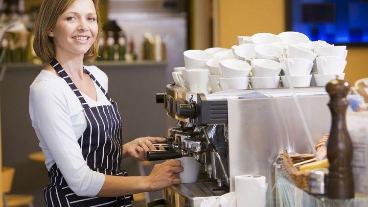 Stále více Čechů pracuje ve službách. Nové porovnání států