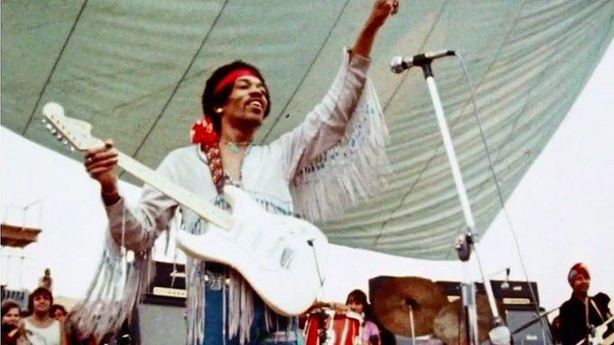 Hendrixova parodie na americkou hymnu nad ránem posledního dne Woodstocku.