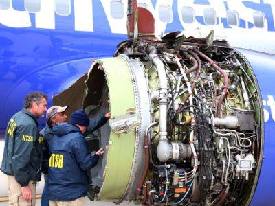 """""""V letadle je díra. Počká na nás lékař?"""" Ledově klidná pilotka zachránila život víc než stovce lidí"""