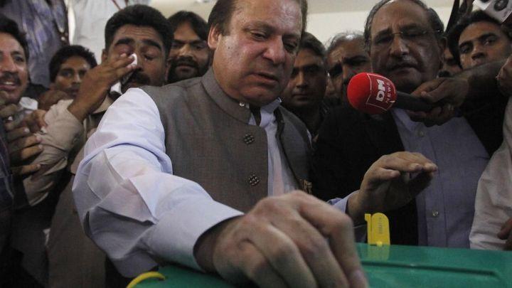 Pákistánského expremiéra dohnaly dokumenty o daňových rájích. Soud ho obvinil z korupce