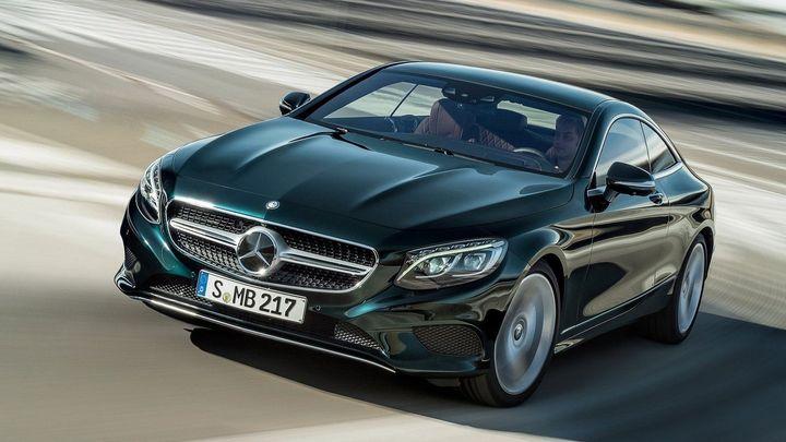 Mercedes S kupé se předem nakloní do zatáčky. Díky kameře
