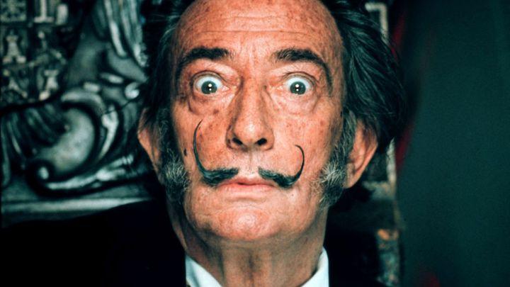 Soud nařídil kvůli testu otcovství exhumaci ostatků malíře Dalího, hraje se o milionové dědictví