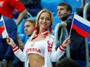 Fotky krásné ruské fanynky obletěly svět. Nakonec se z ní vyklubala pornoherečka