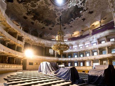 Obrazem: Od Wagnera ke sbíječkám. Státní opera prochází opravou, dočká se nové točny za 105 milionů