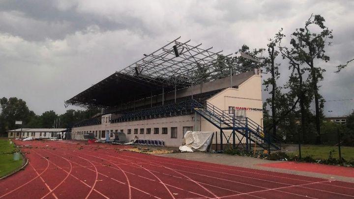 Tornádo poničilo i atletický stadion v Hodoníně, na opravu vznikla sbírka; Zdroj foto: Český atletický svaz