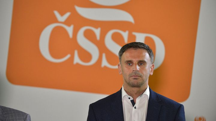 Zimola a další chtějí přímou volbu vedení ČSSD i změny ministrů, Hamáček to odmítá