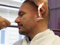 Majitel holičství: Normální chlap si dá občas vypálit chlupy v uších a nose