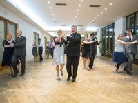 České taneční jsou světovou raritou. Dnešní děti jsou hrbaté, ale sebevědomé, říkají taneční mistři