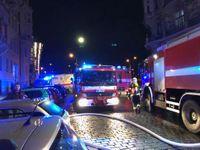V centru Prahy hořel hotel. Dva lidé zemřeli, pět je těžce zraněno