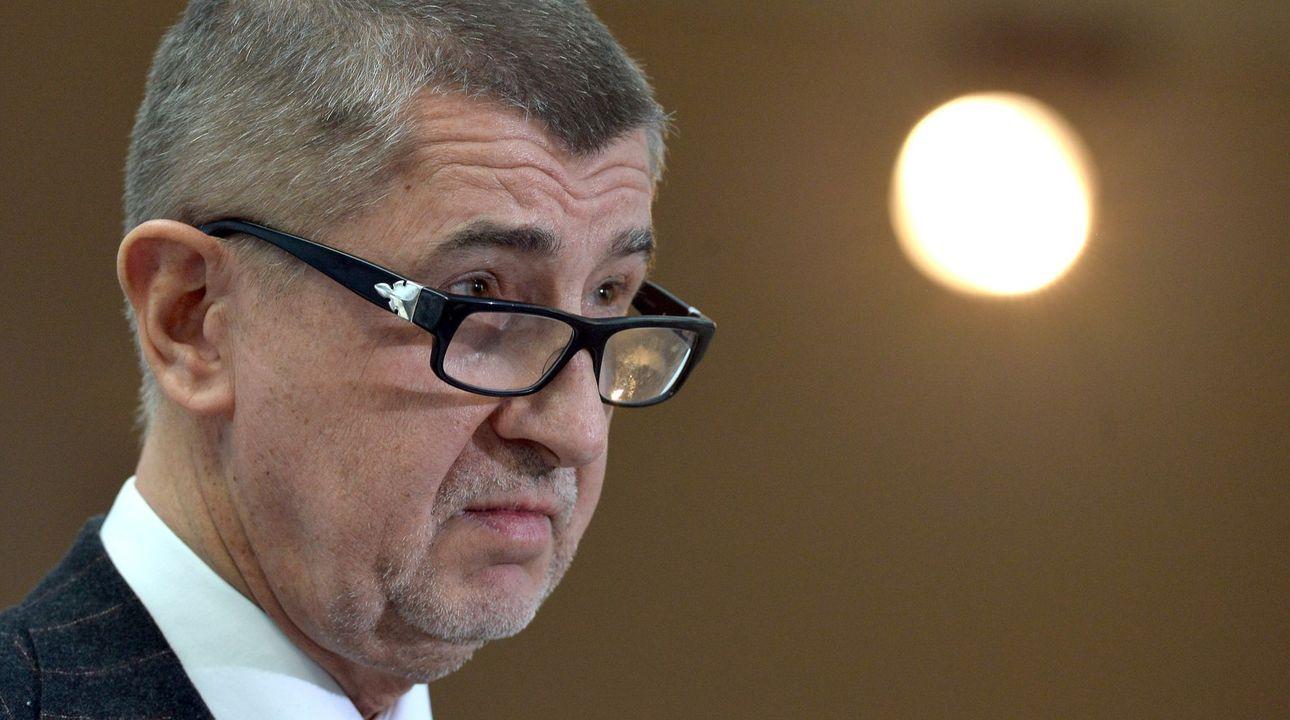 Respekt: Komisař Oettinger navrhl Babišovi tři varianty řešení jeho střetu zájmů