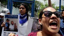 """""""Já umřu, mami."""" Studenti v Nikaragui se skryli před policií u kostela, střelbu natočili na video"""