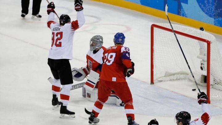 Živě: Česko - Švýcarsko 1:1. Čeští hokejisté ztratili vedení, doplatili na několik vyloučení