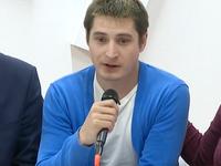Mlátili mu hlavou o zeď a stále ho bili. První gay promluvil o mučení v Čečensku