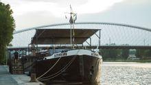 V Holešovicích zakotvila kulturní loď Altenburg 1964. Vlastnící ji zachránili na cestě do kovošrotu
