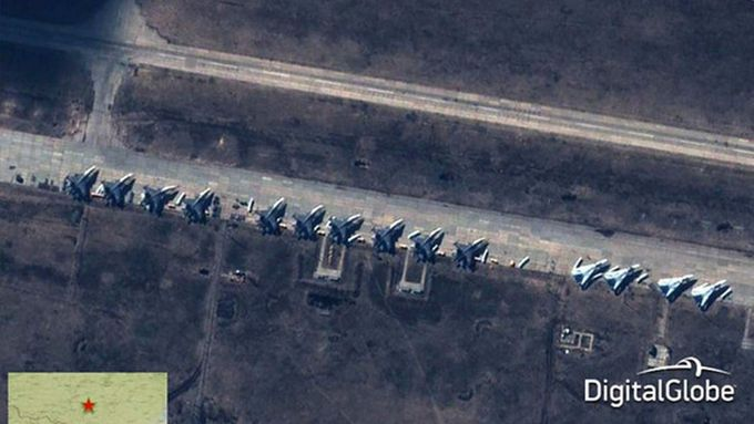 Satellite photo of Russian military planes at a base near the Ukrainian border