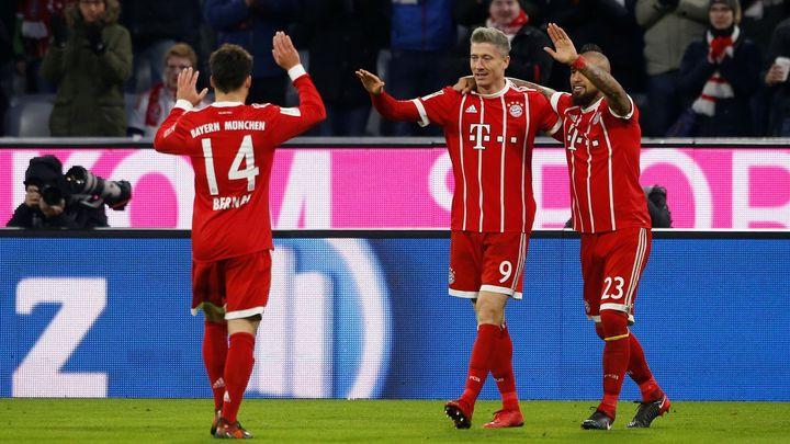 Bayern je ve finále poháru a může získat triple, Tottenham jen remizoval s Brightonem