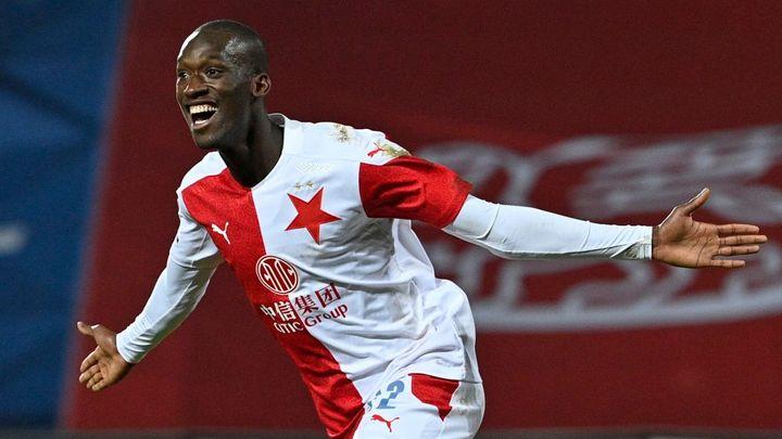 Slavia neprohrála už 27 zápasů v řadě. Po výhře v Karviné se bude zkoumat Lingrův nos