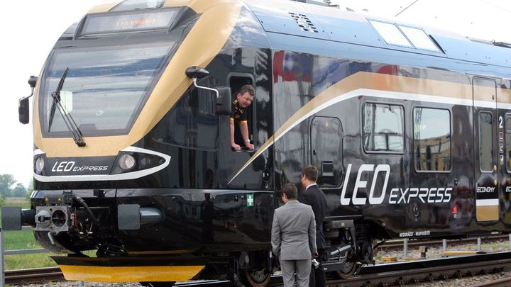 Leo Expressu mají pomoci k zisku autobusy, chce propojení