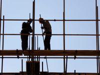 Na stavbě zemřel dělník, inspekce ji zavřela. Do haly napršelo, stát teď musí platit 35 milionů