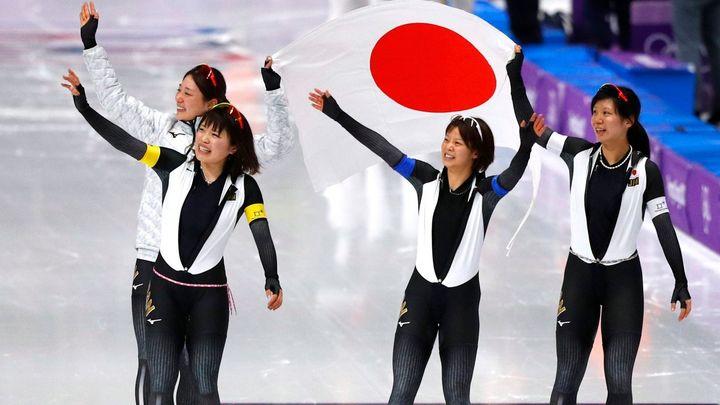 Nečekanými šampiony v rychlobruslařské stíhačce jsou Norové, ženám vládly Japonky