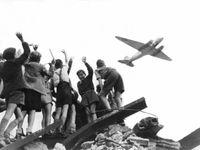 Foto: Sověti před sedmdesáti lety zahájili blokádu Berlína. Západ se bránil i rozinkovými bombardéry