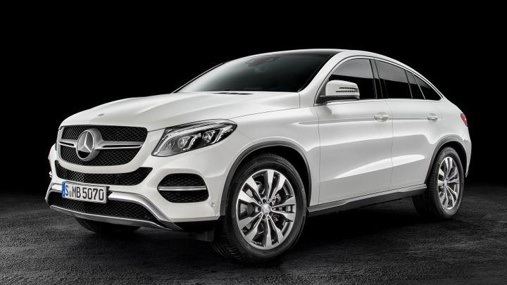 Prémiovým značkám aut se v ČR daří. Mercedes očekává rekord