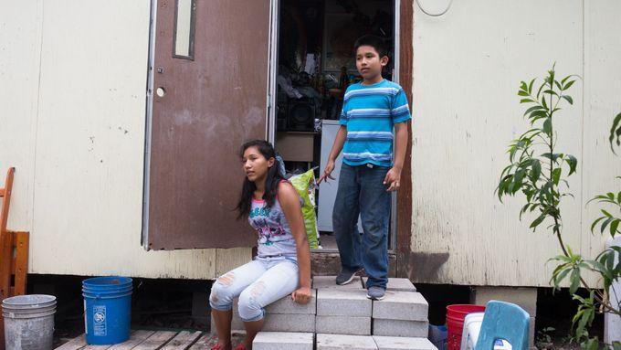 Sušenky, polévky nebo mléko. Drogové kartely posílají jídlo chudým Mexičanům