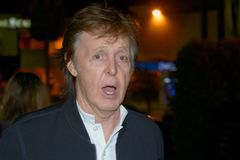 Paul McCartney z The Beatles? Neznám. Ochranka nepustila slavného muzikanta do klubu
