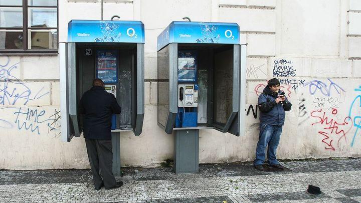 Mizející fenomén ulic pro pamětníky: Telefonní budky končí, stát už je nechce dotovat