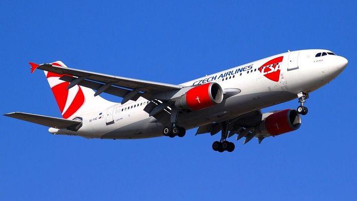 V letadlech už nemusíte vypínat mobil, pravidla zmírní