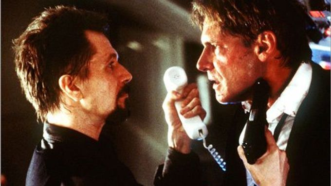 Air Force One (Gary Oldman a Harrison Ford)