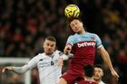 Soccer Football - Premier League - West Ham United v Liverpool - London Stadium, London, Britain - January 29, 2020   Liverpool's Jordan Henderson in action with West Ham