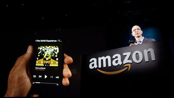 Amazon ukázal Fire Phone s nakupovací Světluškou