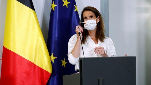 Belgická premiérka Sophie Wilmèsová představuje nová opatření.